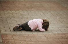 Le stress durant l'enfance accélère le vieillissement. Les enfants et adolescents qui ont vécu des traumatismes, ou des stress importants seraient victimes d'un vieillissement prématuré. Un phénomène visible dans leurs télomères. ..