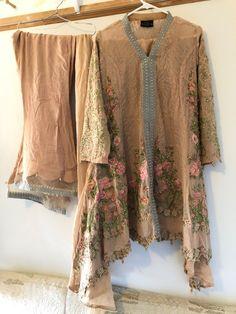 Pakistani Dress Design, Pakistani Dresses, Stylish Dresses, Designer Dresses, Kimono Top, Indian, Pictures, Tops, Women