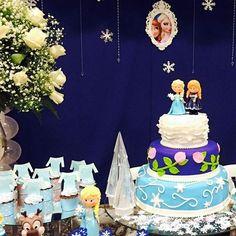 Frozen #festafrozen #frozenpartyideas #festadeluxo #festeiradebarbacena #personagensembiscuit #biscuiteriadarafa #annaelsaolaf #casadefestaunidunite