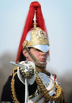 British Blues and Royals Houeshold Cavalry Armor British Army Uniform, British Uniforms, Men In Uniform, Military Dresses, Military Uniforms, Queens Guard, British Armed Forces, Royal Guard, Napoleonic Wars