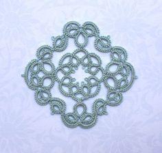 http://leblogdefrivole.blogspot.com/search?updated-max=2011-04-03T19:40:00+01:00