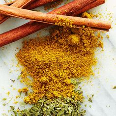 Think Spice: 8 Spices with Health Benefits If you've ever tried chia seed pudding, you know that superfood doesn't always equal superdelicio. Get Healthy, Healthy Tips, Healthy Recipes, Eating Healthy, Healthy Foods, Spices And Herbs, Superfoods, Spice Things Up, Health Benefits