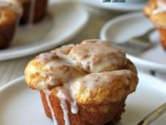 Cheesy Pull-Apart Bread – What2Cook Monkey Bread Cupcakes, Cheesy Pull Apart Bread, Carrot Cake Cheesecake, Vanilla Glaze, Confectioners Sugar, Dry Yeast, Sour Cream, Pecan, Mexican Food Recipes