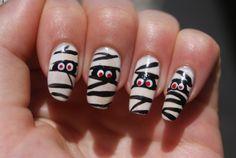 Cute Halloween nail idea!