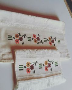 Napkins, Towel, Cross Stitch, Cross Stitch Designs, Border Tiles, Towels, Dots, Art, Manualidades
