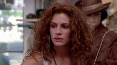 Julia Roberts - I loved this scene (Pretty Woman) and loved the hair to match! Kinds Of Music, Music Is Life, Pretty Woman Film, Lauren Wood, Cinema, Cosmic Girls, Julia Roberts, Wedding Music, Top Movies