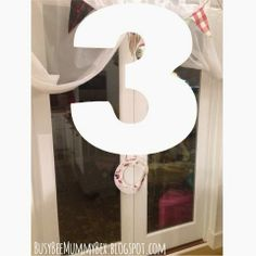 BusyBee: Advent window number 3 : Paper wreath #CraftyChristmas