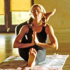 Madonna, Queen of Pop (vintage yoga photo) ..... #yoga #celebrityyoga…