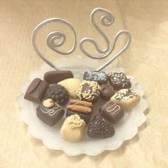 Porta biglietti da visita fatti a mano / handmade business card stand. Miniature: cioccolatini. Wizzy Art di Tiziana Candito  Polymer clay, fimo handmade