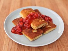 Cheese Blintzes - Recipe for cheese blintzes stuffed with ricotta and cream cheese. Includes step-by-step photos. Fresh Strawberry Recipes, Strawberry Topping, Strawberry Glaze, Raspberry Sauce, Kosher Recipes, Cooking Recipes, Easy Recipes, Köstliche Desserts, Dessert Recipes