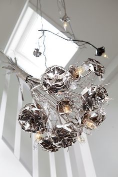 Modern Chandelier from the La Vie en Rose collection by Brand van Egmond. See more of our contemporary designs and high end chandeliers at WWW. Modern Pendant Light, Modern Chandelier, Pendant Lighting, Chandeliers, Custom Lighting, Modern Lighting, Drawing Interior, Rose Brand, Interior Lighting