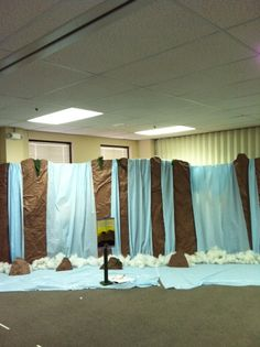 Can you believe this is just cardboard, crumpled brown paper, light blue tablecloths, and pillow batting. Awesome!