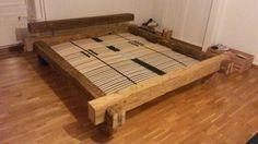 Cadre de lit en vieilles poutres