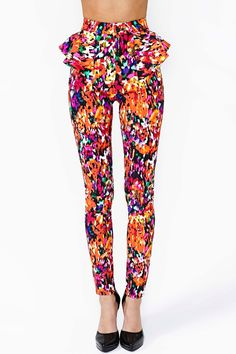 Supremely rad bright floral pant in shades of orange, magenta and mint with peplum detailing. Looks amazing paired with crop top and platform pumps! By Nasty Gal. Only Fashion, I Love Fashion, Peplum Pants, Summer Outfits, Cute Outfits, Summer Clothes, Leggings, Floral Pants, Swagg