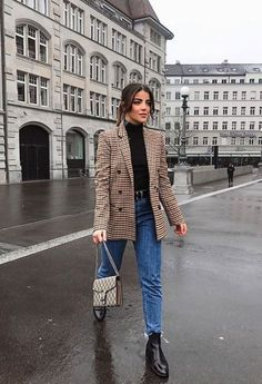 18 looks de inverno com calça jeans: para inspirar e copiar sem medo 18 winter looks with jeans: to inspire and copy without fear Winter Fashion Outfits, Fall Winter Outfits, Look Fashion, Womens Fashion, Autumn Outfits Women, Look Winter, Autumn Look, Winter Office Outfit, Winter Fits