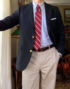 The Ivy Style Uniform: Brooks Brothers OCBD blazer and 'Advantage' chinos; J Crew linen pocket square and Italian silk tie; Terno Slim, Ivy League Style, Style Uniform, Ivy Style, Prep Style, Mens Fashion Suits, Suit And Tie, Well Dressed Men, Gentleman Style