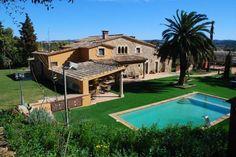 Masia Catalana en el Baix Emporda cerca de la Costa. Villas, Minimal Home, Stone Houses, House Front, Tuscany, Spain, Home And Garden, Farmhouse, House Design