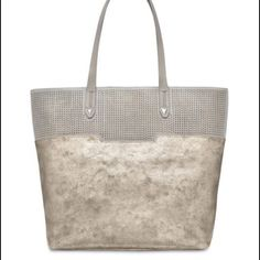 Stella and dot Hudson tote Medium Hudson tote. Only carried twice. Like new Stella & Dot Bags