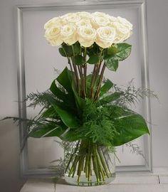 Idylle Rouge: Bouquet haut et serré de grandes roses ...