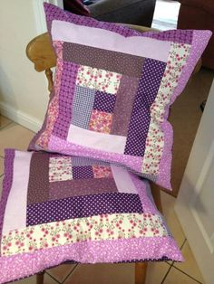 seminole patchwork passo a passo ile ilgili görsel sonucu Patchwork Cushion, Quilted Pillow, Quilted Placemat Patterns, Quilt Patterns, Diy Pillow Covers, Cushion Covers, Log Cabin Patchwork, Peacock Embroidery Designs, Hanging Fabric