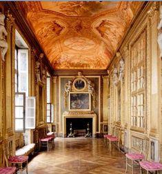 Galerie de Psychée of the Hôtel Amelot de Bisseuil, ca 1660, 47 rue Vieille du Temple, 4ème, Paris.