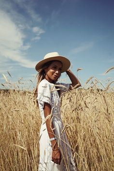 New Looks and Trends. The Best of summer fashion in – New York Fashion New Trends Hamptons Party, The Hamptons, Hamptons Fashion, Photographie Portrait Inspiration, Sparkly Outfits, Modest Summer Fashion, Summer Aesthetic, Summer Photos, Girl Photography
