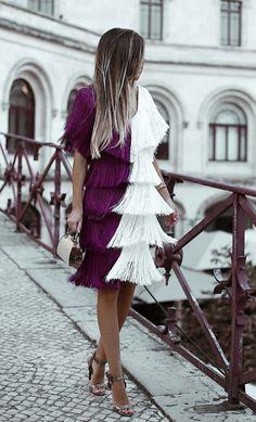 10 formas de llevar flecos - Chic Shopping Sevilla Daily Fashion, Fashion Show, Skirt Fashion, Fashion Dresses, Burgundy Fashion, Estilo Denim, Women Church Suits, Elegant Dresses For Women, Crazy Outfits