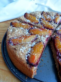 Jesenný slivkový fit koláč so škoricou (Recept) | REFRESHER.sk Sponge Cake, Dessert Recipes, Desserts, French Toast, Cheesecake, Low Carb, Treats, Breakfast, Sweet