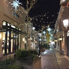 Tigard Oregon, Love Matters, Card Reading, Christmas Lights, Twilight, The Neighbourhood, Mansions, House Styles, Holiday