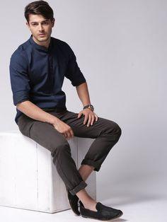 Best Casual Shirts, Formal Shirts For Men, Blue Shirt Outfit Men, Stylish Men, Men Casual, Formal Men Outfit, Casual Outfits, Indian Men Fashion, Mens Fashion