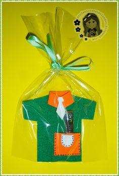 Ensinando com Carinho: Porta corta unha de EVA para o Papai Toddler Valentine Crafts, Valentines Diy, Toddler Crafts, Foam Crafts, Diy And Crafts, Crafts For Kids, Origami Hand, Nurse Appreciation Week, Family Child Care