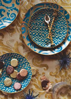 Peacok Blue and gold plates are amazing color and pattern which embodies the bohemian estectic & Colourful dishes | cerámica | Pinterest