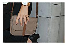 Szürke bőr oldaltáska  Grey leather bag  #bbag #leather #leatherbag #greyleatherbag #bőr #bőrtáska #szürkebőrtáska Bago, Leather Bags, Fashion, Leather Tote Handbags, Moda, Fashion Styles, Leather Formal Bags, Fashion Illustrations