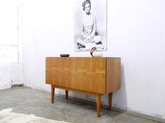 Vintage Schränke - Nussbaum Sideboard 60er Jahre - ein Designerstück von mr-and-mrs-who bei DaWanda