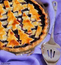 Blueberry Christmas Tree Pie | #christmas #xmas #holiday #food #desserts Remember to visit www.sealedbysanta.com