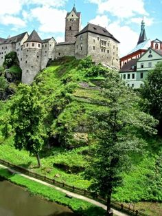 2 hours drive from Prague. Beautiful Castles, Beautiful Places, Oh The Places You'll Go, Places To Visit, Dubai Skyscraper, Prague Czech Republic, Central Europe, Asia Travel, Architecture Old