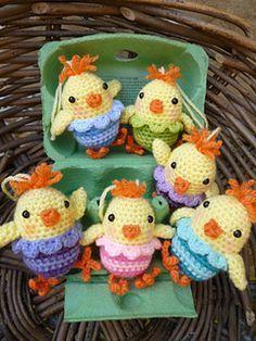 Free Ravelry fun chicks easter crochet pattern.