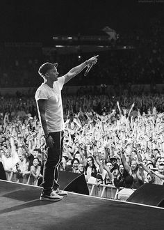 "Eminem: ""Thanks to NZ. Great place and even better fans. Hope to be back! #Rapture2014"" UGH I LOVE YOU"