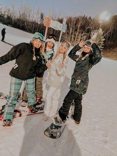 Cute Friend Pictures, Friend Photos, Snowboarding Style, Snowboarding Women, Snowboarding Tattoo, Snowboarding Quotes, Snowboard Girl, Snow Pictures, Winter Pictures