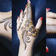 beautiful henna Mehandi Designs for brides-to-be Henna Hand Designs, Eid Mehndi Designs, Mehndi Designs Finger, Khafif Mehndi Design, Floral Henna Designs, Modern Mehndi Designs, Mehndi Design Pictures, Mehndi Designs For Girls, Wedding Mehndi Designs