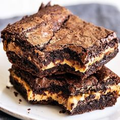 Peanut Butter Stuffed Brownies are fudgy chocolate brownies stuffed with a thick layer of pure peanut butter for the most rich and indulgent treat. For serious peanut butter lovers only! German Chocolate Cookies, Chocolate Peanut Butter Cheesecake, Chocolate Bundt Cake, Brownie Cheesecake, Nutella Brownies, Chewy Brownies, Homemade Brownies, Brownie Cake, Brownie Recipes