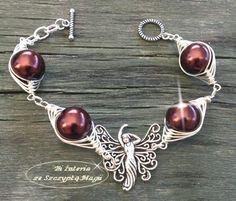 Bransoletka wire wrapping. Sztuczne perły, elementy posrebrzane. Biżuteria ze Szczyptą Magii by DaNUTA Wire Wrapping, Bangle Bracelets, Bangles, Jewelry Crafts, Jewelery, Cuffs, Silver, Bracelets, Bracelets