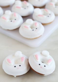 Easter is coming up sooner than you think! Make these super easy and quick bunny… Easter is coming up sooner than you think! Make these super easy and quick bunny donuts to make your holiday just a little cuter! Mini Donuts, Cute Donuts, Baked Donuts, Donuts Donuts, Doughnut, Cute Easter Desserts, Easter Treats, Easter Recipes, Holiday Recipes