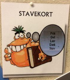 Stavekortet - er inddelt i fem små opgaver inden et ord er gennemarbejdet. Prik - vokaler. Del - i stavelser. Lær - øv ordet inde i dig selv. Dæk - ordet med stavekortet. Stav - ordet højt
