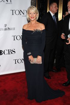 Helen Mirren Gemstone Ring - Helen matched her long navy dress to a cushion-cut sapphire ring in platinum. Mature Fashion, Fashion Over 50, Dame Helen, Helen Mirren, Advanced Style, Ageless Beauty, Gowns Of Elegance, Beautiful Gowns, Mother Of The Bride