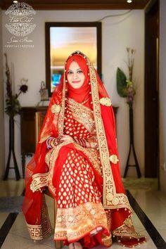 25 Latest Wedding Saree Designs & Ideas for Muslim Brides - 17 25 Latest Wedding Saree Designs & Ideas for Muslim Brides - Muslimah Wedding Dress, Hijab Style Dress, Muslim Wedding Dresses, Muslim Dress, Saree Wedding, Hijabi Wedding, Indian Muslim Bride, Muslim Brides, Baju India Muslim