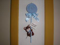 http://www.elo7.com.br/enfeite-p-bebe/dp/2247B0  feito em tecido, com bichinho em feltro e placa( pode ser o nome do bebê), medindo 33cm p/ 11cm. R$40,00