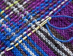 Technique to turn garter stitch to tartan Do something similar with slip stitch crochet? Idea of a tartan shrug Loom Knitting, Knitting Stitches, Free Knitting, Knitting Patterns, Crochet Patterns, Sweater Patterns, Vintage Knitting, Stitch Patterns, Rowan Knitting