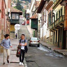 El proceso de paz en #colombia se está dando y nos motiva a visitar y recorrer dicho país. Si quieres descubrir qué hacer en Bogotá en fin de semana ingresa aquí http://ift.tt/2cS2JvQ  Así no te quedas con las ganas de viajar!!! #viveelfdsbogota #colombiaesrealismomagico #placeok #placeokincolombia #placeokstudio #travelbloggers #dametraveler #travelstoke #welltraveled #ontheblog