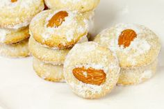 Marokkaanse koekjes met gegrilde amandelen en poedersuiker Lollipop Sweets, No Bake Desserts, Dessert Recipes, Baking Recipes, Cookie Recipes, Group Meals, No Bake Cake, Cake Cookies, Cheesecake